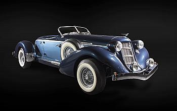 """Patru masini de epoca din galeria Tiriac Collection pot fi admirate la Muzeul National al Satului """"Dimitrie Gusti"""" in cadrul evenimentului """"Muzeul si Regalitatea"""""""